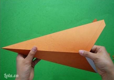 Tháo băng keo 2 mặt và dán lại ta được mẫu hình khối như hình bên