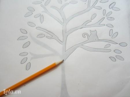Đặt giấy dầu lên trên rồi dùng bút chì đồ lại hình