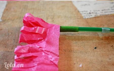 Quắn quanh giấy vào ống hút