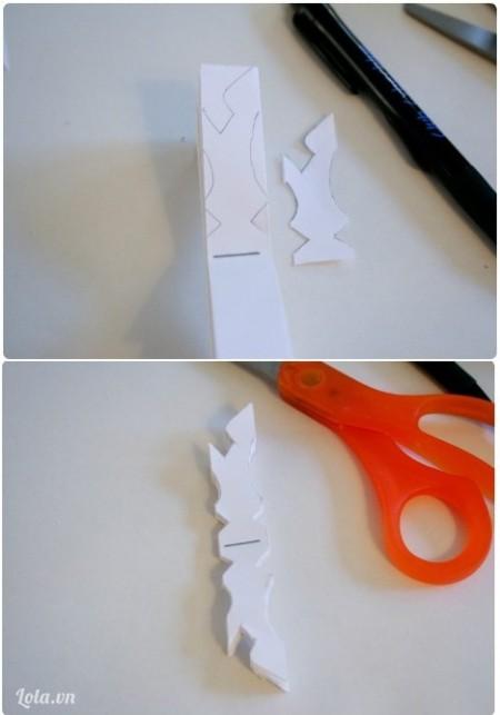 Vẽ họa tiết đó lên giấy và cẩn thận cắt rời ra. Làm tương tự cho nữa tờ giấy kia