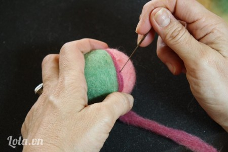 Tương tự các bạn có thể làm 1 quả trứng với nhiều màu khác nhau như hình bên.