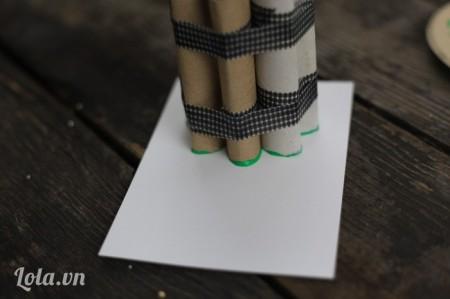 Đóng thử con dấu lên giấy xem thế nào nhé!
