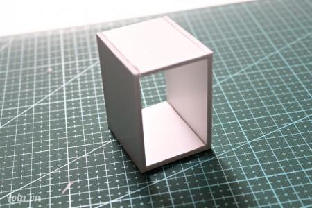 Tương tự ta dán thêm mảnh số 5 lên trên để làm phần khung cho chiếc tủ mini.