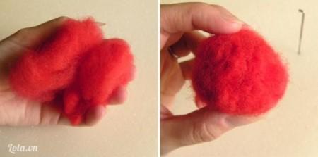Lấy 1 cục len màu đỏ và nhồi thành khối tròn.