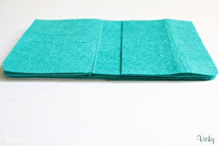 Đặt chồng tất cả các mảnh vải lên nhau. Các bạn chú ý đặt sao cho các mép vải đều nhau nha.