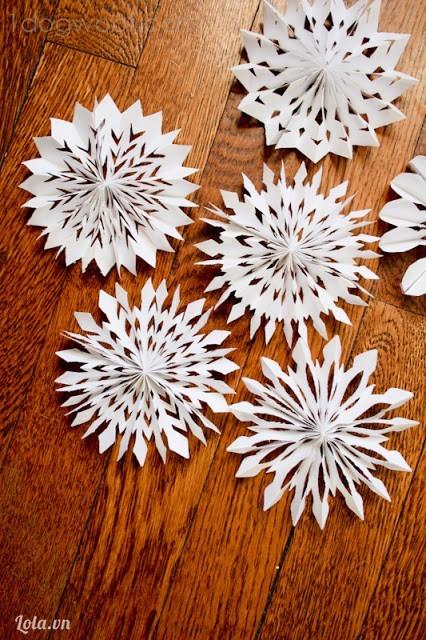 Làm hoa giấy theo phong cách kirigami