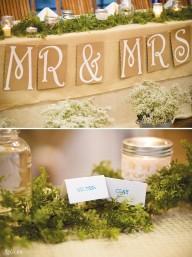 Đám cưới vintage với giấy báo và vải thô