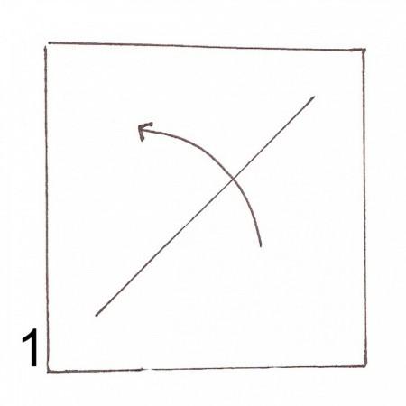 Cắt giấy thành 1 mảnh hình vuông. Sau đó gấp xéo như hình bên.