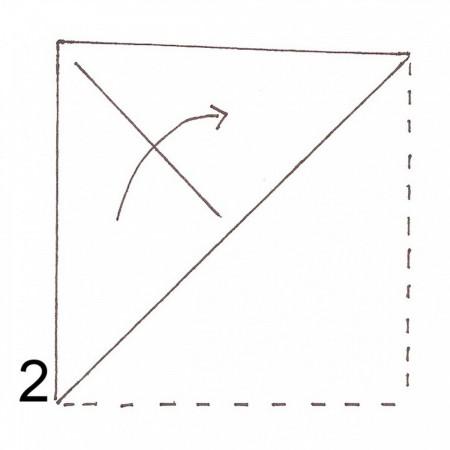 Tiếp tục gấp đôi giấy theo chiều mũi tên được đánh dấu trong hình.
