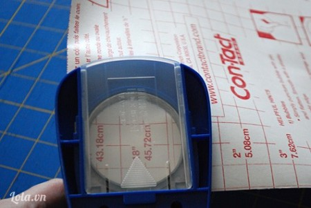 Cắt 1 vòng tròn có đường kính 5cm