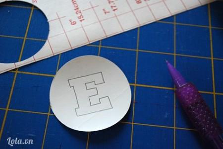 Vẽ chữ lên trên vòng tròn