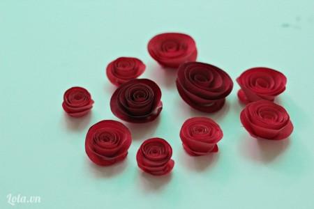 Tương tự ta làm các bông hoa với kích thước khác nhau.