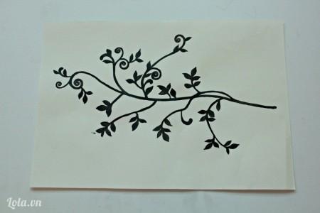 Dùng màu Arylic vẽ hình 1 nhánh cây lên giấy trắng