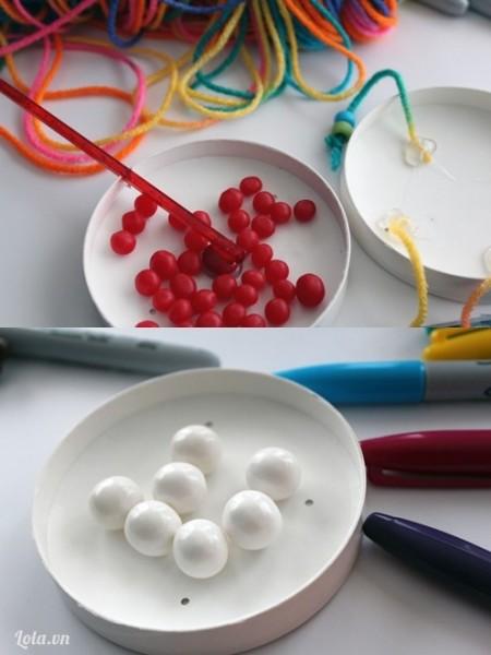 Cho thêm vào vài viên kẹo hoặc gum