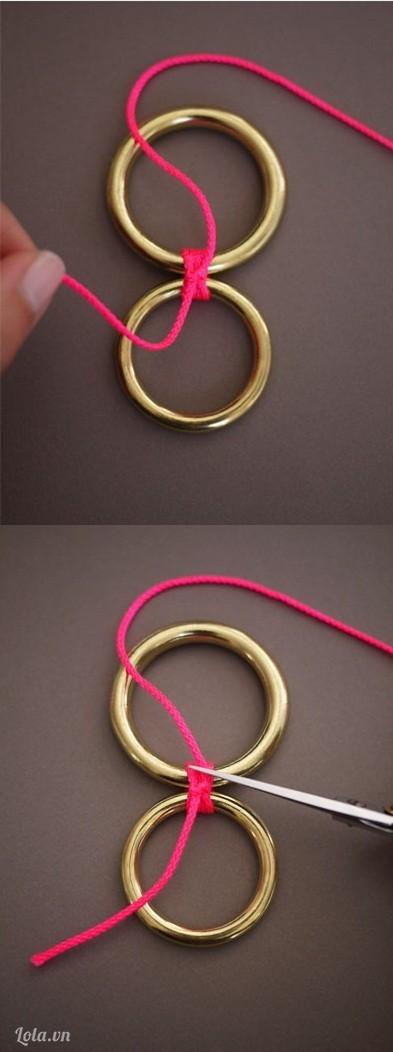 Cắt một đoạn dây dù dài cỡ 12cm buộc nối hai đoạn dây đồng vào lại với nhau, làm như thế khoảng 4 đến 5 lần và dùng kéo cắt phần dây thừa.