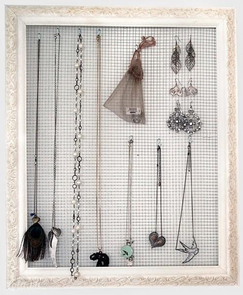Làm giá treo đồ trang sức từ khung hình