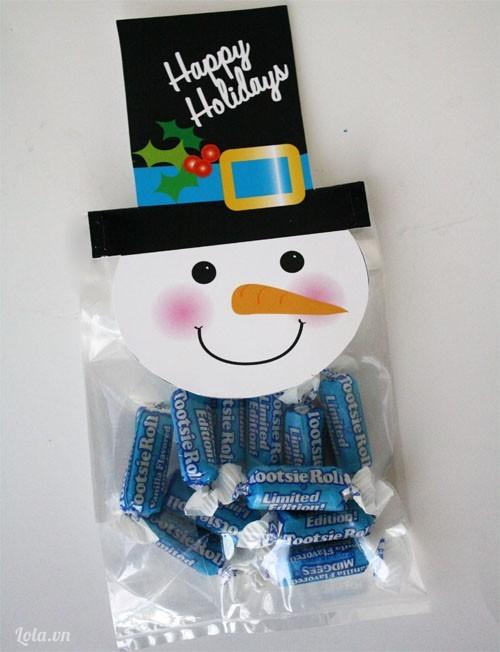 Làm túi đựng kẹo hình người tuyết