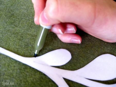 Bạn tải mô hình sừng tuần lộc về sau đó cắt và vẽ in ra vải nỉ như hình