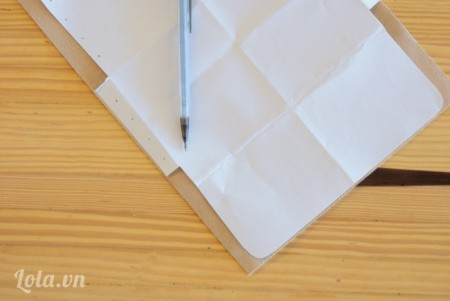 In và cắt mô hình vải da ra, sau đó ướm lên vải và cắt như hình