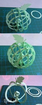 Để ghép mô hình, đầu tiên bạn ghép hai vòng tròn lớn của quả táo vuông góc với nhau, các khe cài đã được thiết kế tương ứng tiện cho bạn dễ gài chúng khít chặt và khớp các đường nét.   Tiếp theo bạn gài vòng tròn cỡ trung bình vào song song với vòng tròn lớn ban đầu, gài vào khe cài kế tiếp khe cài đầu tiên. Tương tự bạn gài vòng tròn cỡ trung bình thứ hai vào vị trí đối diện với vòng thứ nhất Cuối cùng bạn gài hai vòng tròn nhỏ nhất ở các khe cài ngoài cùng. Mô hình quả táo đã hoàn thành.