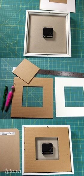 Đo lại kích thước ở phía trong của khung đồng hồ ở phía sau nó. Cắt bìa cứng theo kích thước vừa đo, khoét bỏ một ô vuông bìa ở chính giữa, ô vuông to hơn lõi đồng hồ một chút. Bạn cũng có thể phải cắt thêm các miếng bìa cùng cỡ như thế để xếp chồng lên nhau cho nó dày vừa với khung sau của đồng hồ. Xếp phần bìa lót sau vừa tạo vào khung sau đồng hồ và chốt hoặc dán ổn định. Quay mặt trước, vậy là bạn đã có một chiếc đồng hồ mới toanh!