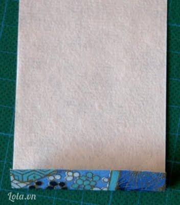Với phần giấy hình chữ nhật làm áo Phần mép giấy phía trên mình gập lại 1 chút.