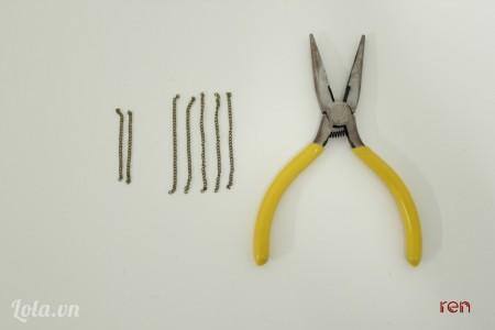 Cắt 2 đoạn xích dài 4cm và 4 đoạn dài 6cm