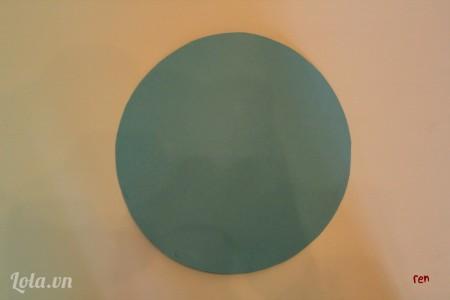 Cắt một hình tròn đường kính 20cm