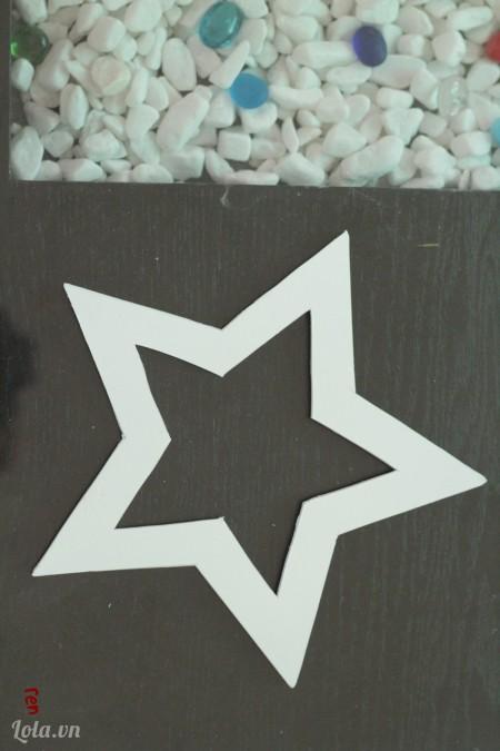 Cắt một ngôi sao từ giấy mô hình như trong hình