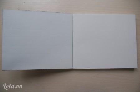 Lấy tờ giấy đầu tiên của cuốn sổ dán vào mặt trong của bìa sổ