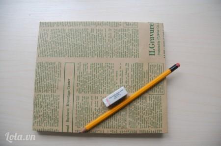 Làm tương tự với mặt còn lại của cuốn sổ.