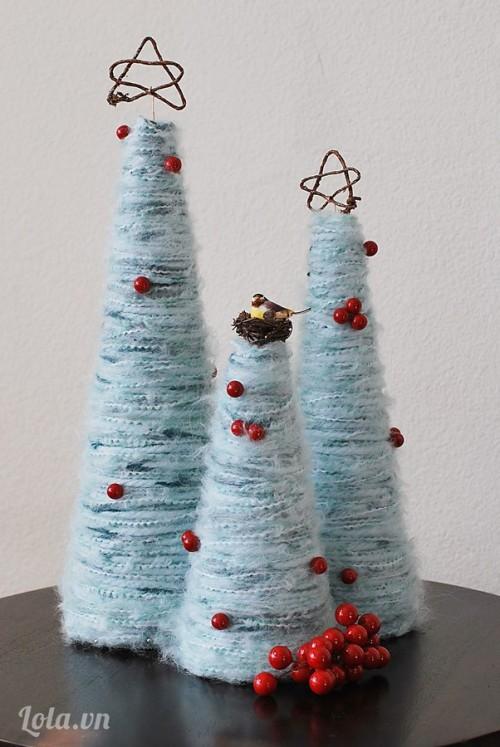 Làm cây thông Noel bằng len