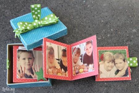 Bạn hãy cho album theo hướng dẫn làm ở phần 1 vào hộp để làm quà tặng nhé.