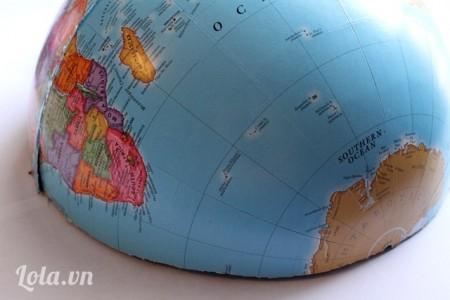 Dán hai nửa của địa cầu lại với nhau