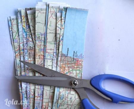 Lấy bản đồ và cắt chúng thành từng dải dài bằng nhau như hình
