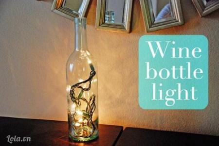 Cuối cùng bạn bỏ đèn vào trong chai và cắm điện lên thưởng thức nhé