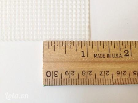 """Đo miếng nhựa có chiều dài 1"""""""