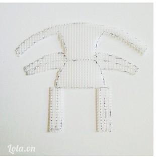 Cắt hình mẫu ghế ra từ nhựa