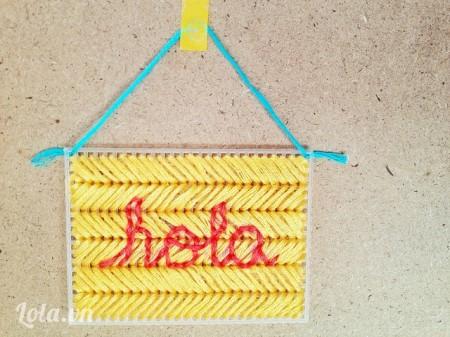 Đối với kiểu này bạn có thể làm tranh treo tường bằng cách cột dây treo hoặc thử làm thảm chân như hình sản phẩm nhé