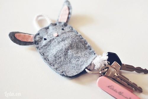 Móc khóa kiêm túi hình thỏ con xám