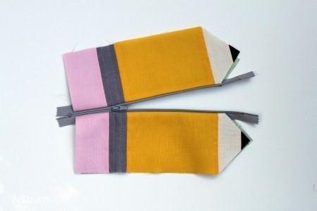 Kéo dây kéo để chia đôi 2 phần vải ra