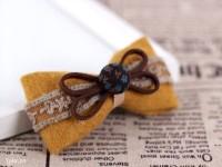 Bạn chọn các mảnh vải dạ có màu sắc khác nhau để làm bộ sưu tập kẹp tóc mùa đông thêm phong phú nhé!