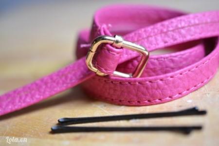 Chuẩn bị dây nịt và kẹp mái, cắt bỏ phần móc khóa của dây nịt ra