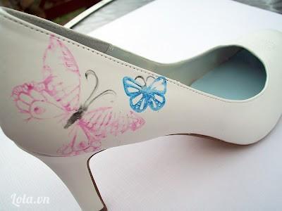 Tiếp tục in thêm các hình bướm khác với màu khác nhau nha, số lượng hình nhiều hay ít là tùy bạn nhé