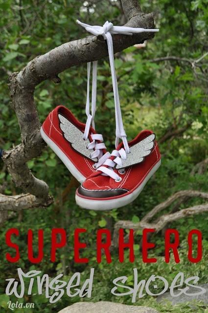 Mix giày thể thao lạ lẫm với hình đôi cánh