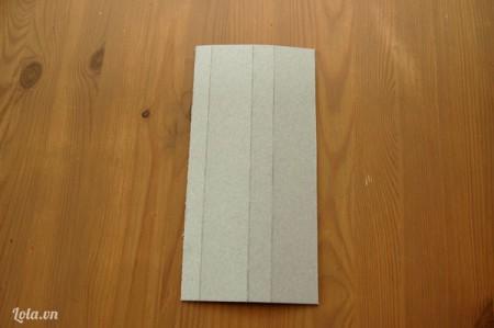 Giấy bìa cắt tạo thành một khung