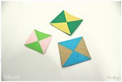 Cắt các mẫu giấy hình tam giác màu sắc khác nhau để trang trí cho phần thân diều thêm màu sắc. Các bạn cũng có thể dùng màu để vẽ các hình theo sở thích.