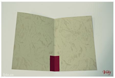 Giấy mẫu giấy hình chữ nhật màu đỏ vào thiệp làm gốc cây thông