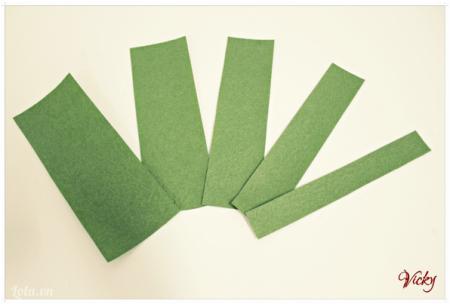 Giấy màu xanh cắt thành 5 mảnh có kích thước lần lượt như sau 10*15, 8*15, 6*15, 5*15, 4*15