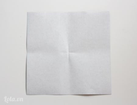 Mở tờ giấy ra lại bạn sẽ có được những nếp gấp như hình